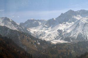 Ein Blick auf das Tian Shan-Gebirge mit einer Höhe von 7439 Metern (Foto: Stefan H. Nessler & Nadja Wulff)