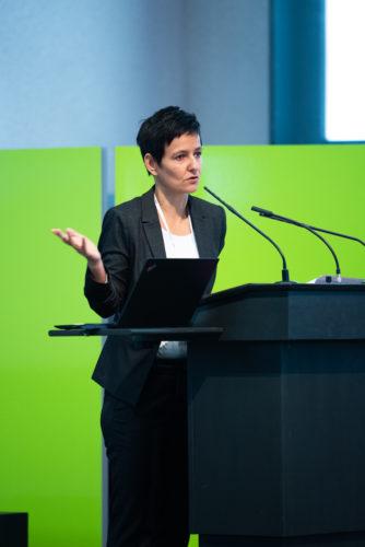 Das Foto zeigt Frau Schiefner-Rohs bei ihrer Keynote auf dem Fachtag Lehrerbildung in Heidelberg.